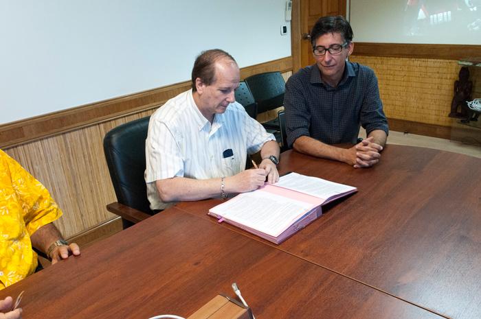Signature-Convention-de-partenariat-avec-la-CCISM-02