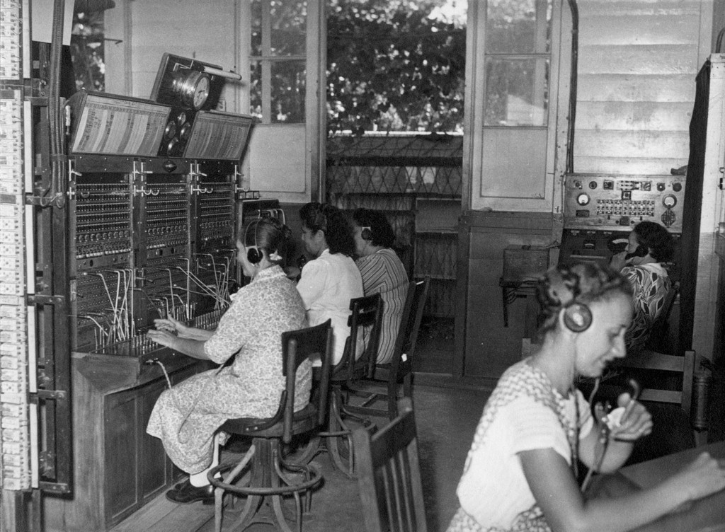 Celles que l'on appelle les demoiselles du standard en 1950