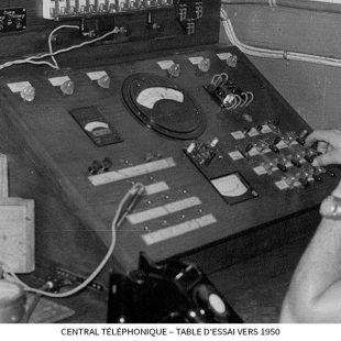 Central-téléphonique-–-Table-d'essai-vers-1950.jpg