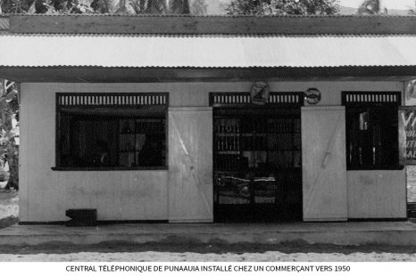 Central-téléphonique-de-Punaauia-installé-chez-un-commerçant-vers-1950.jpg