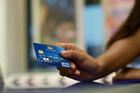 Vacances sans souci : les bons réflexes à adopter avec votre carte Fenua ou carte Visa OPT