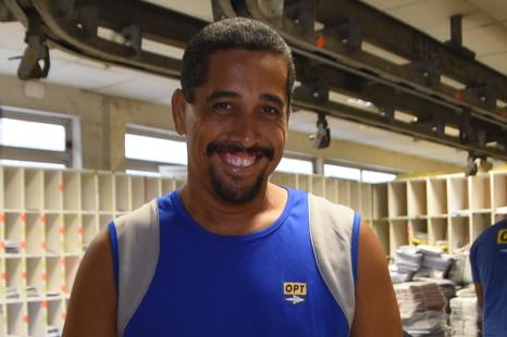Etienne FAUA, agent de tri et navetier au Centre de traitement du courrier de Faa'a