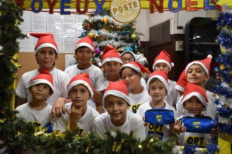 Une cinquantaine d'enfants du CLSH de Papeete ont visité le bureau de Poste Principal de Papeete.